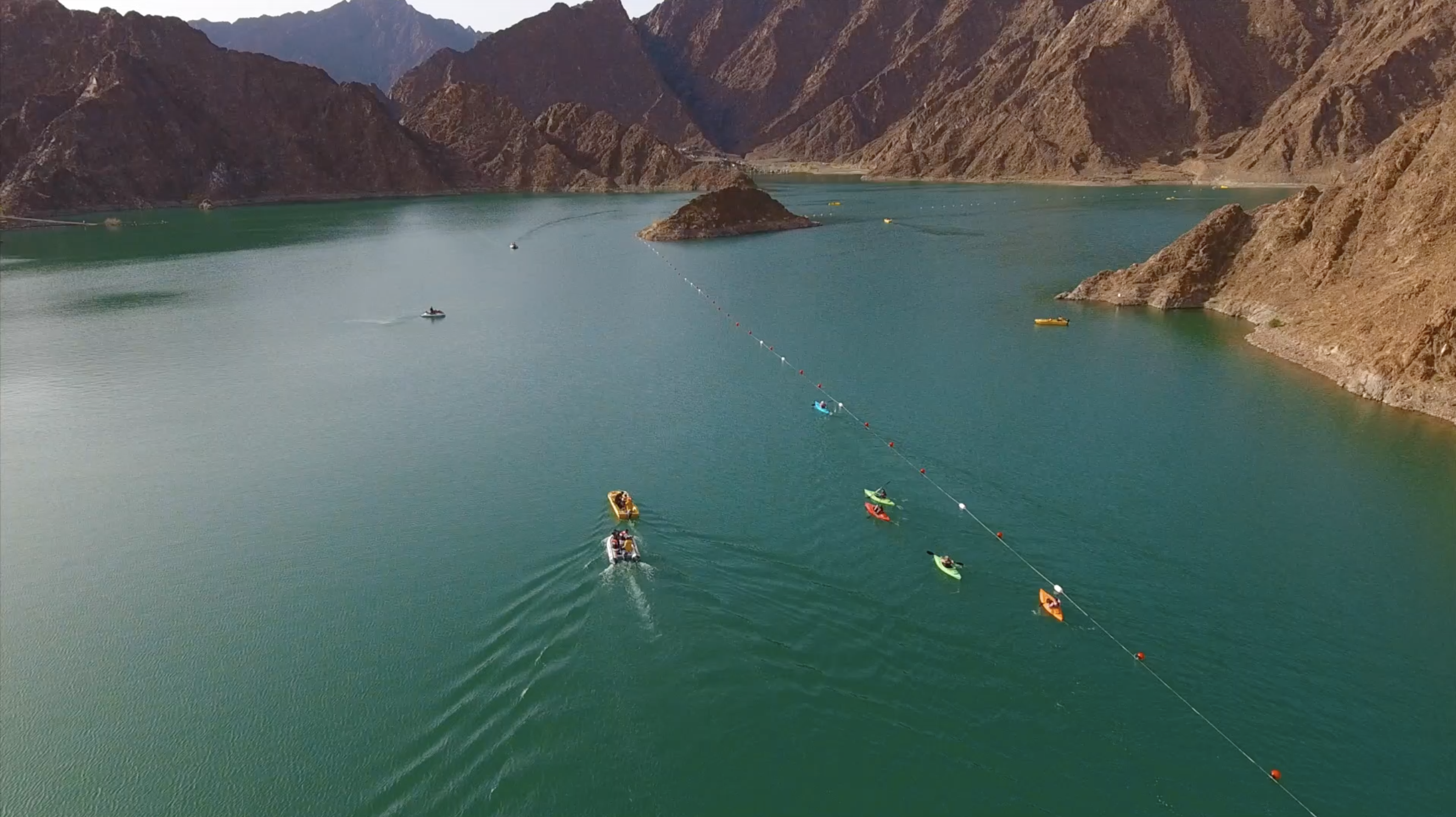 Standup Paddling Race Competes in Hatta for the first time